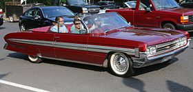 1961 Oldsmobile Starfire convertible front right.jpg