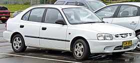 2000-2003 Hyundai Accent (LC) GL 5-door hatchback 02.jpg