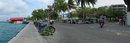 2005-02-09 Male' Main Square 02.jpg