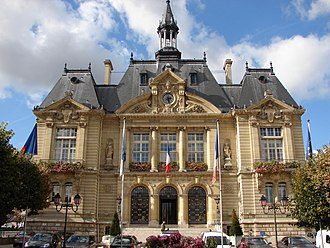 Suresnes - Image: 2011 Town hall of Suresnes front