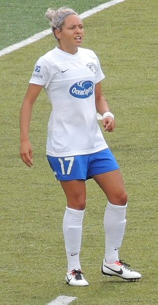 File:2013-06-09 RedStars v Breakers KyahSimon.JPG