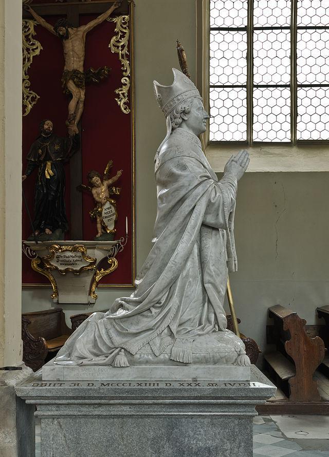 Ernst av Pardubitz, kenotaf (minnesmerke formet som et gravmæle på et sted hvor den døde ikke ligger gravlagt) av hvit marmor i kirken Marias opptakelse i Himmelen i Kłodzko i Polen