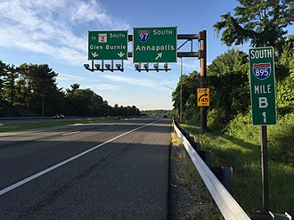 Interstate 895 (Maryland) - View south along I-895B in Brooklyn Park