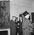 25-jarig jubileum St Adelborstvereniging , minister Van Rooy begroet premier De, Bestanddeelnr 911-6225.jpg