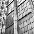 4e hoge westelijke raam zuidzijde restauratie 1930 fouten mogelijk onstaan door toegepaste explosieven gebruik in de graven. - Dordrecht - 20061109 - RCE.jpg