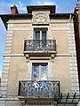6 quai d'Allier, Vichy - balcons et bas relief.jpg