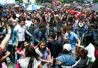 Abraham Mateo - Mateo and the Mexican boyband CD9 at an autograph-signing event in Ecatepec, Mexico, April 2015