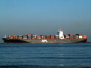 APL Pearl IMO 9139737, leaving Port of Rotterdam, Holland 09-Jan-2006.jpg