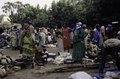 ASC Leiden - van Achterberg Collection - 03 - 35 - Un marché au bord du fleuve Niger. Un groupe de femmes en pagnes - Ségou, Mali - novembre-décembre 1993.tif