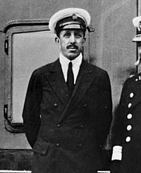 Alfonso XIII on boat.jpg
