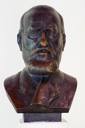 Alfred Brehm - Alfred Brehm bust in Tierpark Friedrichsfelde with signature in base