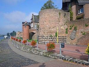 Siege of Rees (1599) - Image: Alter Zollturm (im Hintergrund Pegeluhrturm)