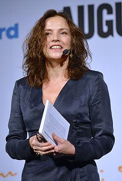 Amanda Ooms afleder nomineringerne Augustprisen den 20 oktober 2014.