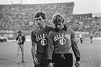 Amsterdam 703 voetbaltoernooi Ajax tegen Anderlecht Munaron (r) verlaat veld, Bestanddeelnr 929-8640.jpg
