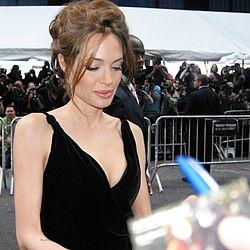 Анджелина Джоли удалила обе груди ...: https://ru.wikinews.org/wiki/Анджелина_Джоли...