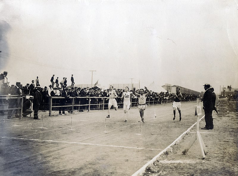 File:Archie Hahn of the Milwaukee Athletic Club winning the third heat of the 60 meter run at the 1904 Olympics.jpg