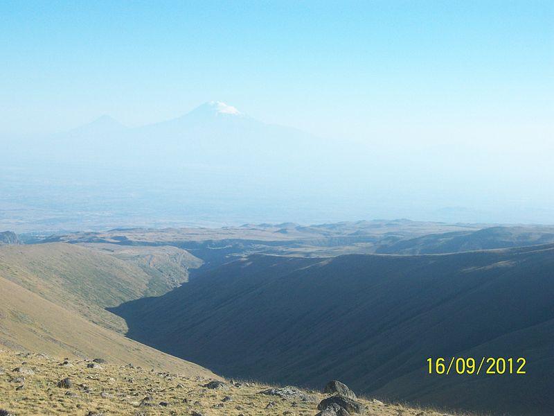 File:Armenian mounts.JPG