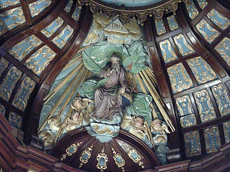 Arnèke (Nord, France), église St Martin, sommet du retable du maître-autel.