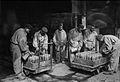Arsenal de Tarbes travailleurs indochinois Première guerre mondiale 05342.jpg