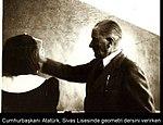 Atatürk Sivas Lisesi'nde Geometri dersi verirken (13 Kasım 1937).jpg