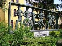Běchovice, pomník běžeckému závodu (02).jpg