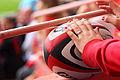 Ballon rugby Stade toulousain mains.JPG