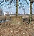 Basisstein am Pfennigsweg (im Hintergrund die Hochhäuser an der Froschlache) - panoramio.jpg