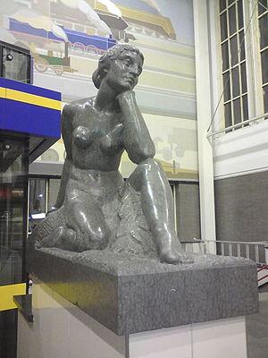 Amsterdam Amstel station - Sculpture Terugblik (Retrospect, 1939) by Theo van Reijn.