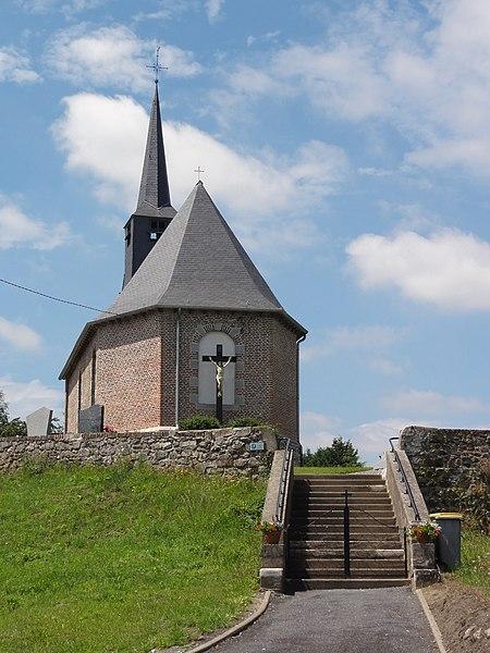 Bersillies (Nord, Fr) église, chevet avec croix extérieur.