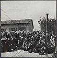 Bevrijding van Kamp Amersfoort. Alle gevangenen van het kamp Amersfoort staan kl, Bestanddeelnr 512 085.jpg