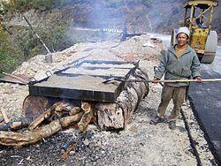 Будівництво дороги у бутані