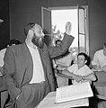 Bijeenkomst in een jesjiva (Talmoedschool). Een rabbijn geeft uitleg aan de leer, Bestanddeelnr 255-3038.jpg