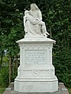 Sint-Vituskerk, begraafplaats: piëta-grafmonument voor pastoor G.J. Evers