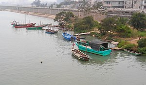 Boats in Haikou 01.jpg