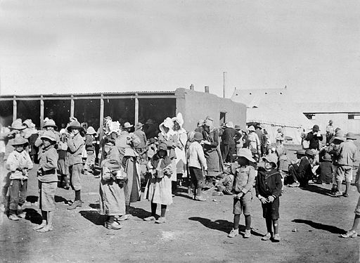 Boer women and children in a British concentration camp during the Boer war. [Public domain], via Wikimedia Commons