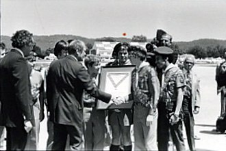 Scouting in Alabama - Image: Boy scouts presenting framed item to GRF on tarmac