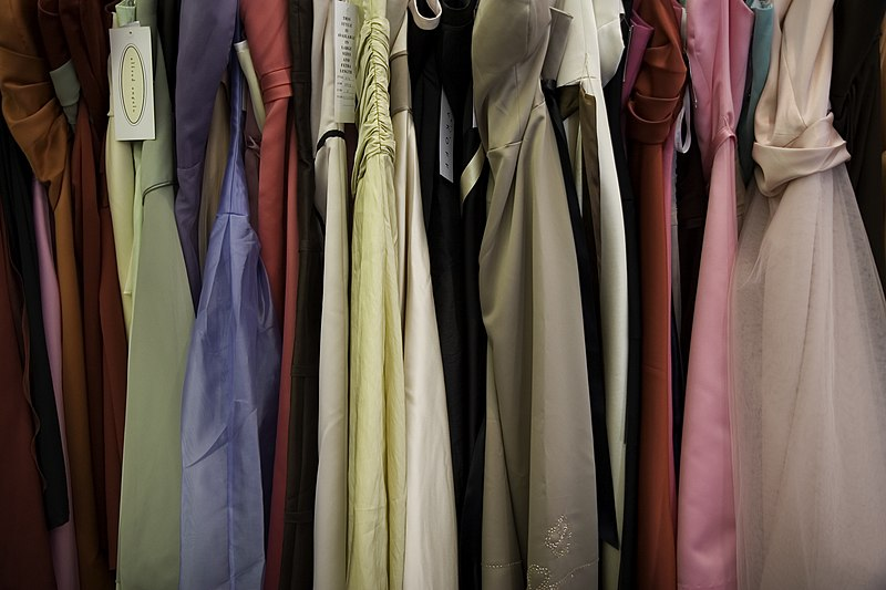 File:Bridesmaid dresses.jpg
