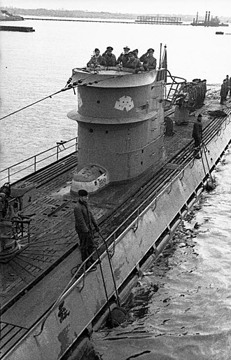 German submarine U-107 (1940) - Image: Bundesarchiv Bild 101II MW 3956 05A, Frankreich, Lorient, U 107