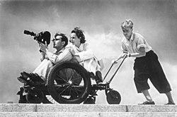 Bundesarchiv Bild 146-1988-106-29, Leni Riefenstahl bei Dreharbeiten.jpg