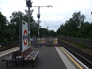 Burnt Oak tube station - Image: Burnt Oak stn northbound
