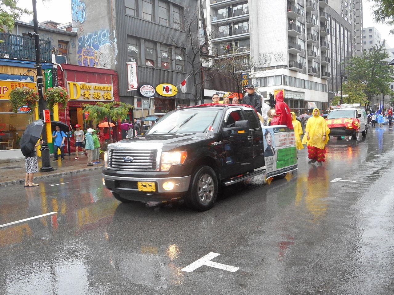 File:Canada Day 2015 on Saint Catherine Street - 313.jpg - Wikimedia