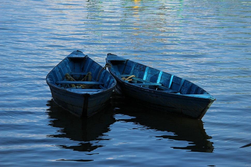 Canoes in Phewa