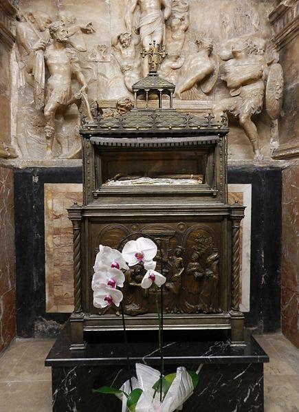 File:Capella de la Resurrecció de la catedral de València, braç de sant Vicent Màrtir.JPG