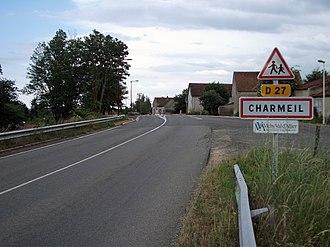 Charmeil - Image: Charmeil D 27 depuis Vendat 2014 06 14