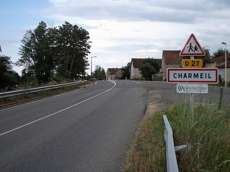 Entrance of departmental road 27 in Charmeil, from Vendat.