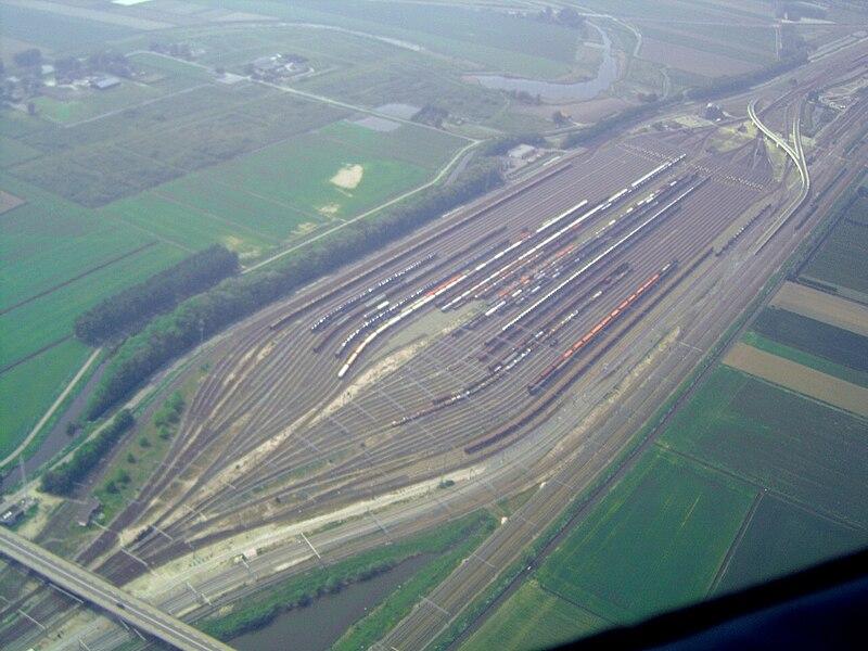 File:Classification yard Kijfhoek 01.jpg