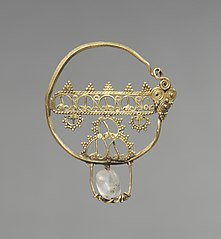 Earring with Openwork (1916.122)