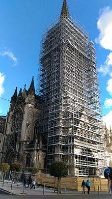 Clocher église saint pierre Caen en travaux fev17.jpg