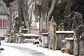 Cmentarz rakowicki - alejka zimą.jpg