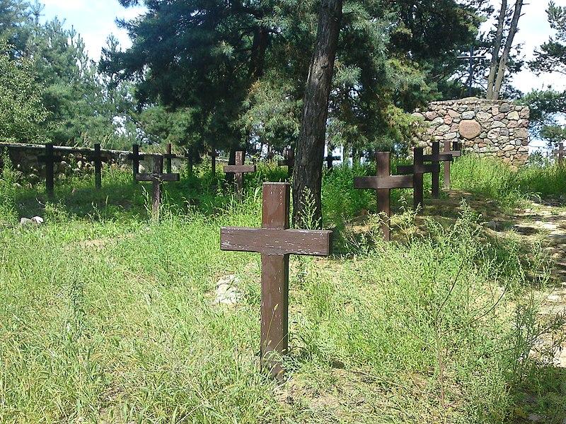 File:Cmentarz wojenny - panoramio.jpg